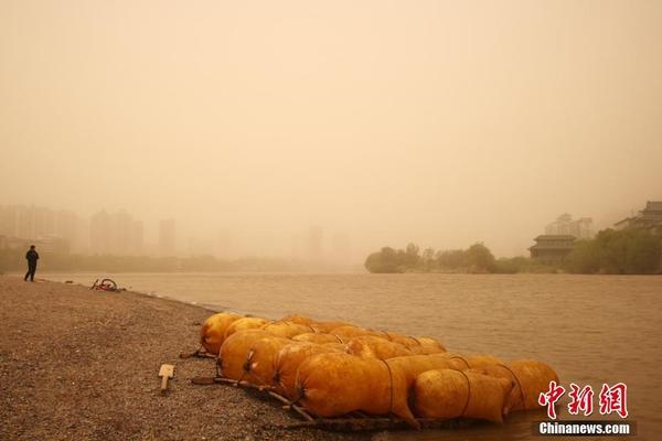 长江鄂州段水位上涨 观音阁逐渐被洪水淹没