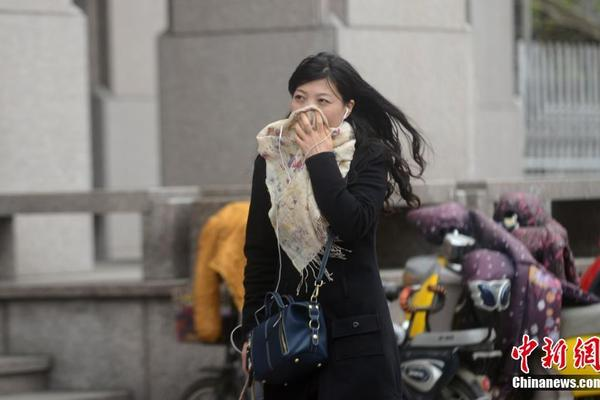 老赖珍藏两个手机靓号 法院拍卖六十多万