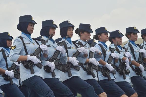 舰船对撞、持枪叫骂,越南与印尼在南...