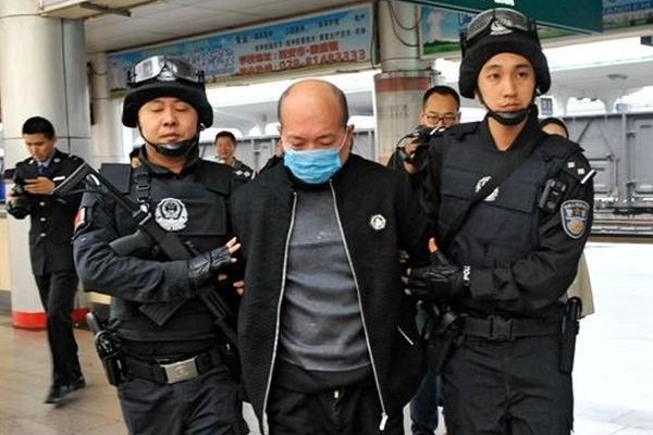 26岁副局长家中遇害 18年后曾出家的嫌疑人落网