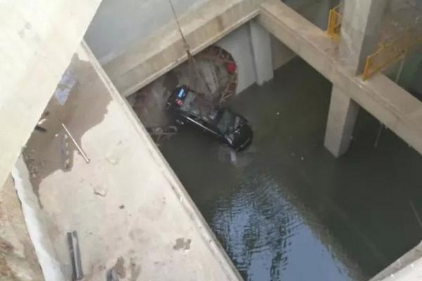 hydraulic lift cost