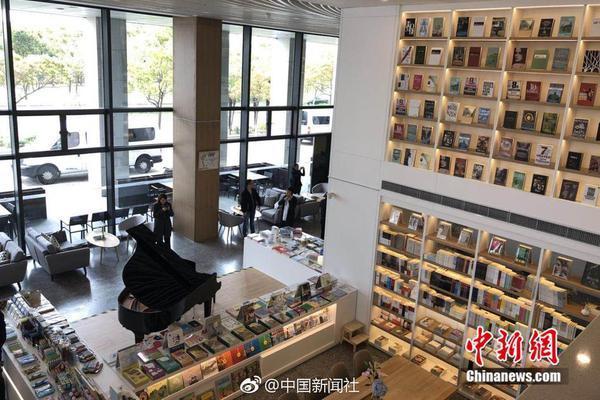 武汉一超市营业 规定:每次进入30人出一名进一名