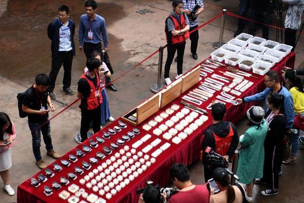 林郑月娥:社会纷争不利香港发展 会尽一切努力处理