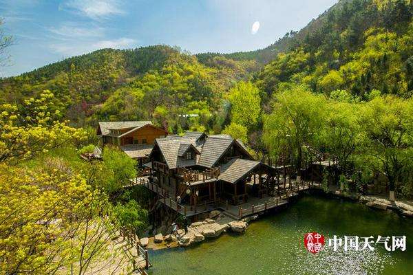 鹅眼:30年采矿青山绿水变深坑,转型旅游开发又成烂尾