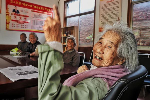 Mutual aid efforts help Chinatown senior citizens