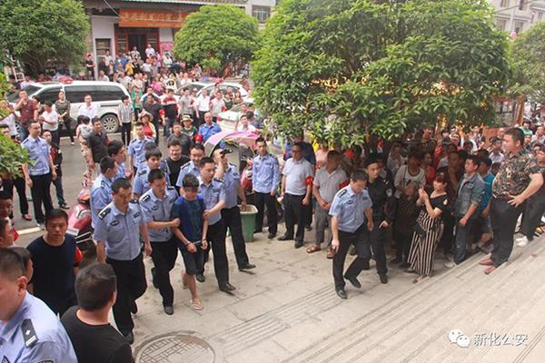 广西梧州一小学发生砍人事件 多名学生受伤