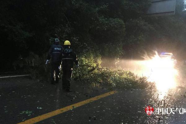 浙江舟山沉没渔船已有16人被救起 其中8人死亡