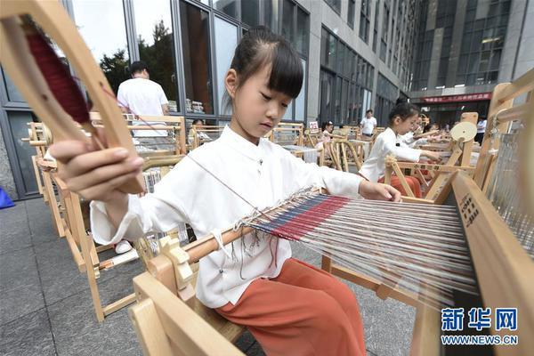 6年去了6次南极14次北极,她在中国美术馆的摄影展要来了