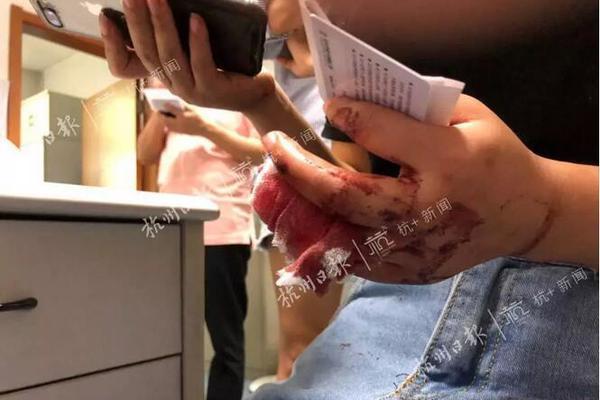 """刘强东章泽天夫妇撤资""""作业盒子"""""""