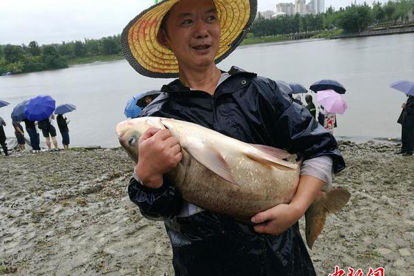 四川冕宁县发生暴雨灾害 7500余名群众安全转移