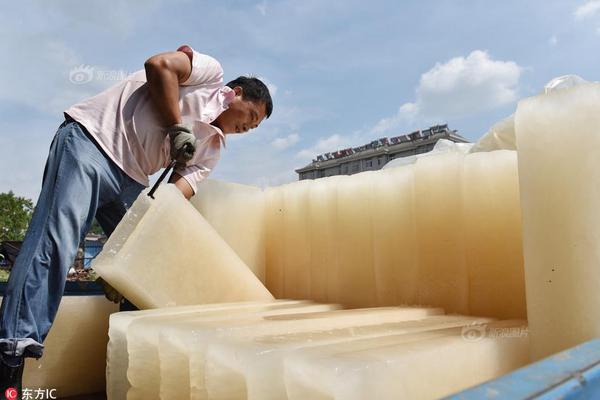 砂质土粒间孔隙大,总孔隙度大,毛管作用弱,保水性强,通气透水性差。