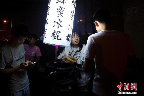 台湾在夜间突然试射多枚神秘导弹 台媒称巨响传遍东海岸