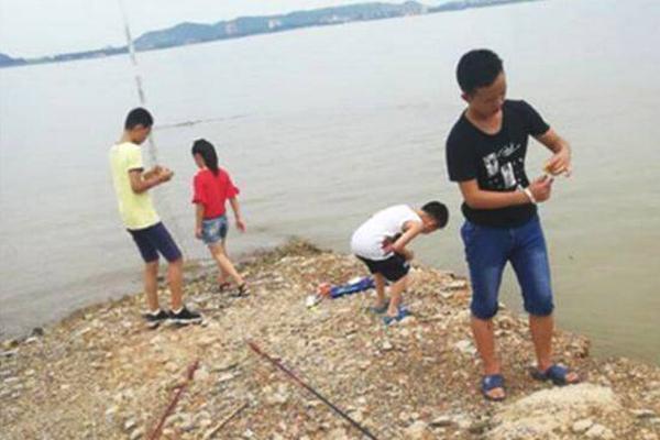 广西女子往村支书家泼汽油被村民制止 警方:嫌疑人已被逮捕