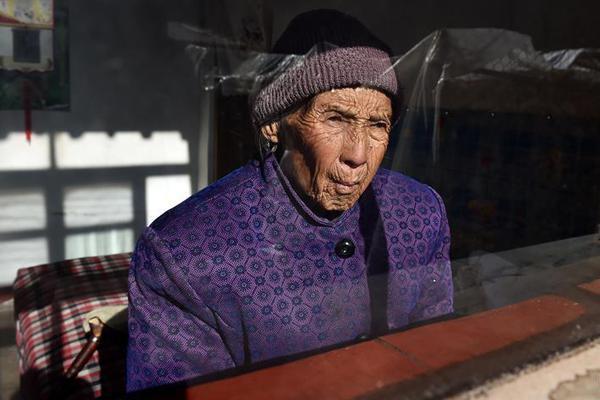 奢侈品报告:中国年轻人买走了全球1/3奢侈品