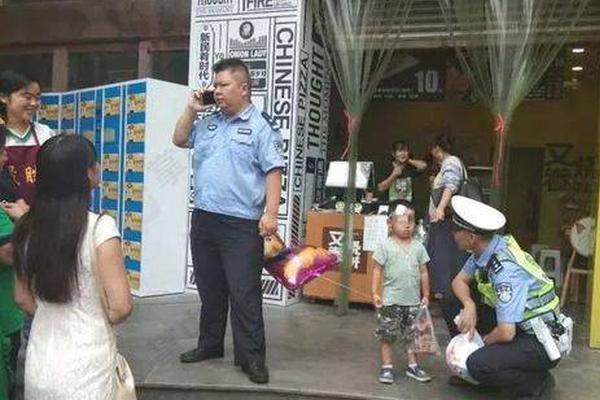 湖北恩施山洪已致12人身亡 武汉7岁小女孩获救 爸爸遇难
