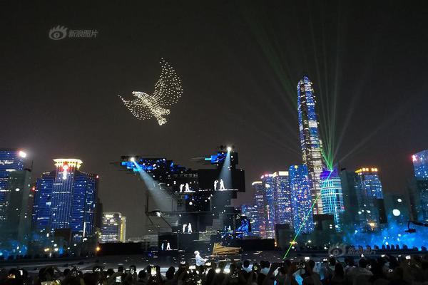 """中国大学MOOC: """"气蒸云梦泽,波撼岳阳城。""""的作者是"""