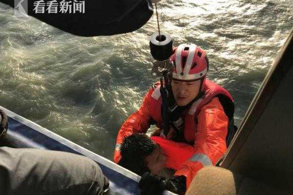 江苏交警清晨倒在执勤一线,最后的蹒跚身影被监控拍下