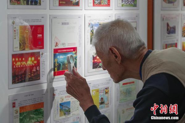 火了!80岁奶奶直播带货妙语连珠,网友直呼:佩服