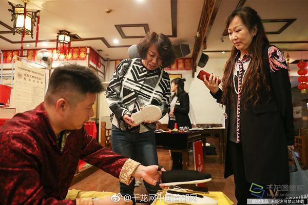朱广权和手语老师最新力作,携手为这个顶流天团打call!