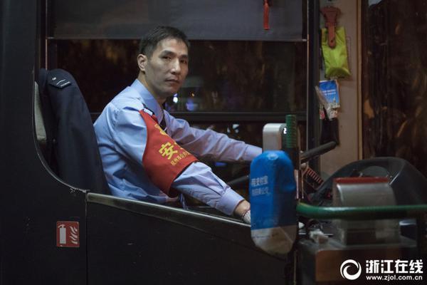 狼队开250W英镑可解决劳工证 但武磊能踢上球吗?