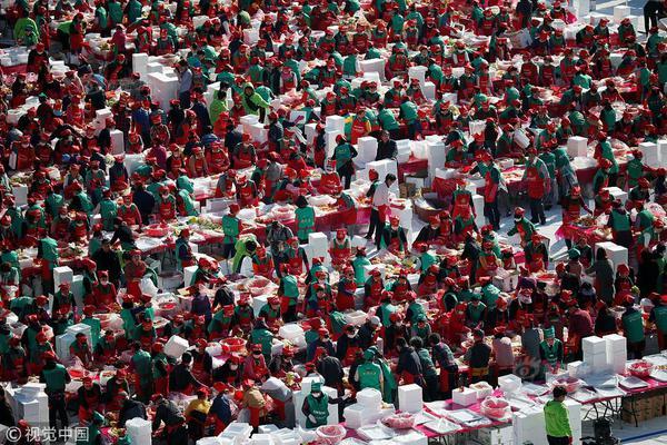 读财报 华策影视营收腰斩巨亏14亿 大股东频套现