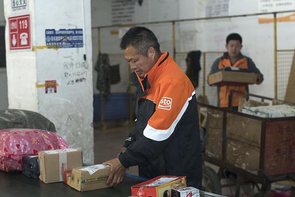 """李登辉病亡 曾因""""媚日""""被票选为台湾发展的罪人"""