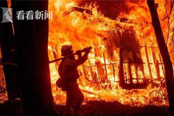 """彩钢板""""逼停""""京沪线 高铁沿线有多少安全盲区?"""
