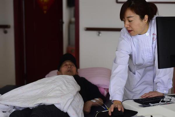 国务院应对新冠肺炎疫情联防联控机制专家组赴新疆开展工作