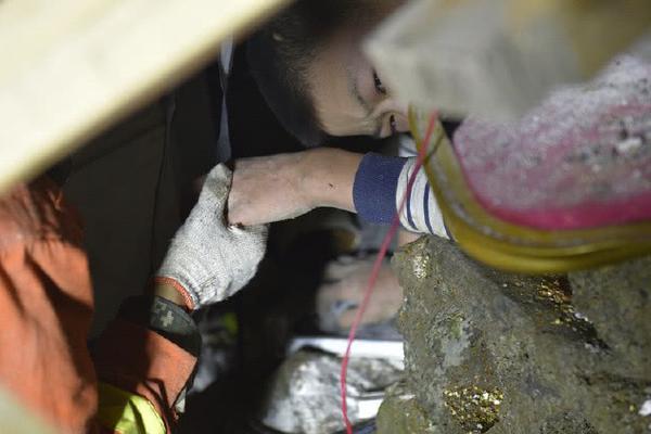 濑亚美莉在线播放高清_女教师韩国电影金荷娜_数学老师穿皮裤