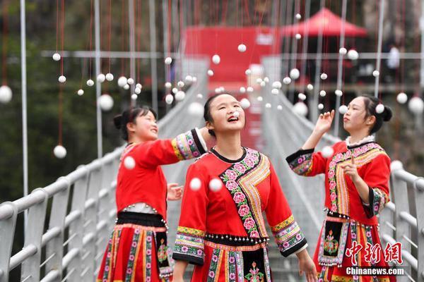 时尚李嫣比一年前走秀更有范儿台风比王菲还有气场,这是励志要做超模了?