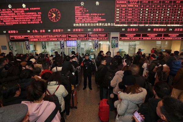 彭丽媛邀请外方领导人配偶欣赏中国戏曲