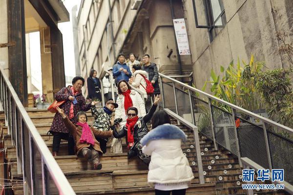 【神话官方网站】五一如春运 故宫人从众 网友:世界这么大我好想回家