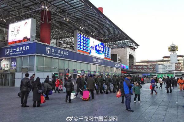 东航正式启动首见乘务员服务模式 推动旅客智慧出行