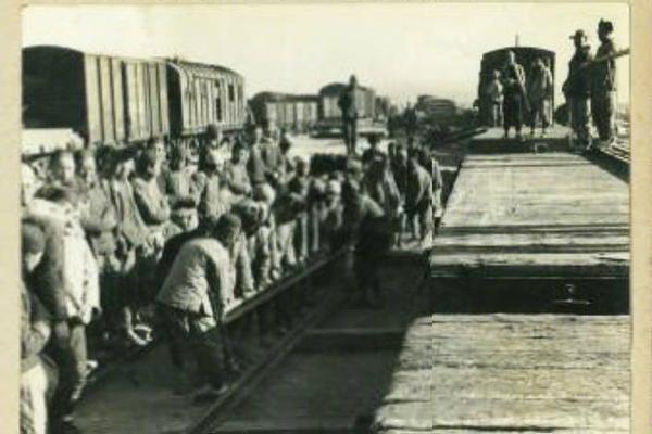 中俄联合军演俄方参演舰艇抵达青岛