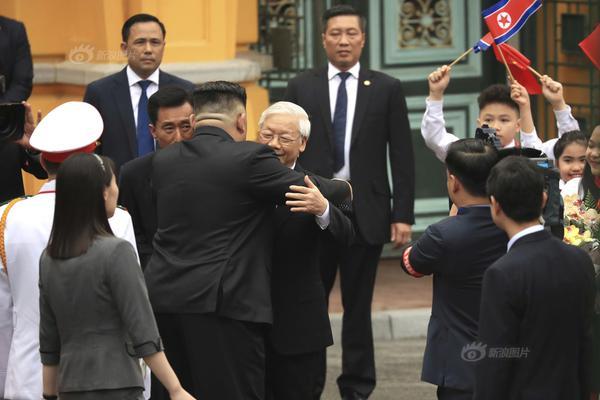 奥地利85后总理北京街头录视频 展示访华成果