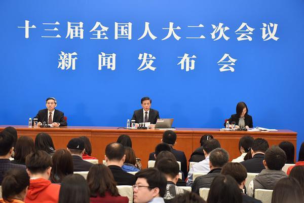 深圳警方:广东海警查获的12名非法越境人员已被刑拘