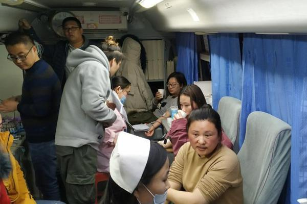 重庆一小区烂尾,业主工地种菜还房贷