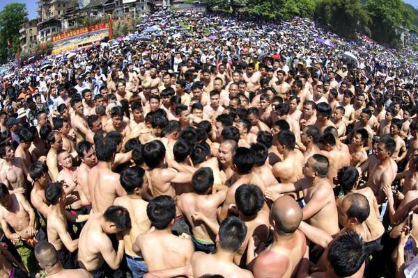 广州人才入户年龄放宽5年 本科40岁硕士45岁博士50岁
