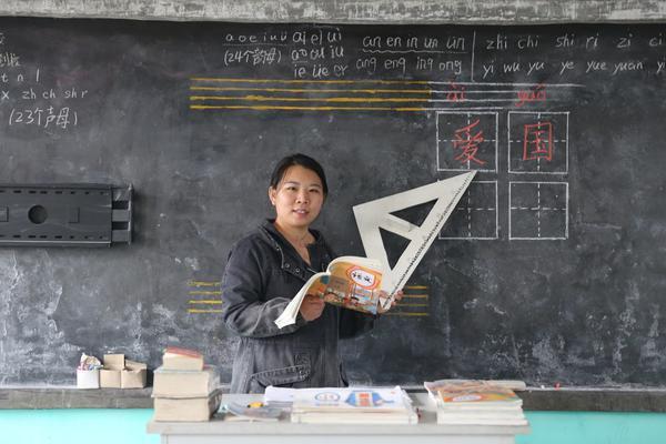 """中国工艺美术产业之路的""""七连问"""""""