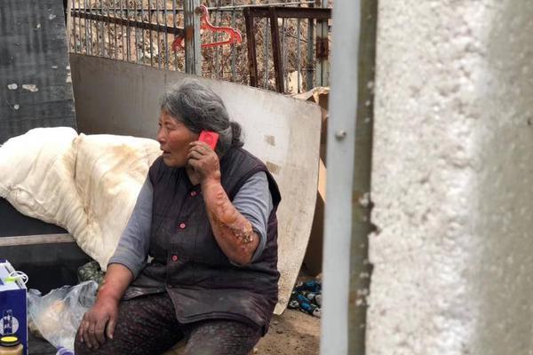 金正恩视察黄海北道洪涝灾区灾后重建工地