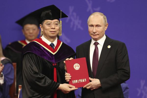 乌新总统:俄用护照诱乌公民是浪费时间_极速三分彩全天计划群