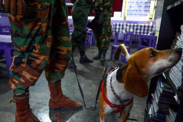 斯里兰卡公立学校将恢复上课 警方排查学校爆炸物