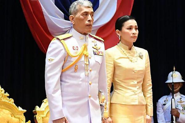泰国新一届国会开幕 泰国王及王后出席