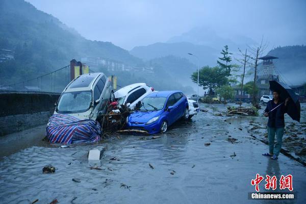 四川阿坝州多地因强降雨致1.27万人受灾
