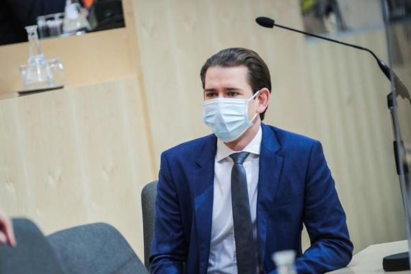 奥地利总理戴口罩出席国民议会会议