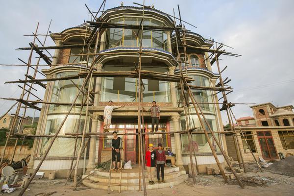 一個都不能少:一個貧困家庭的新房