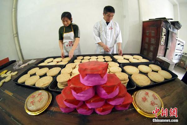 探访江西都昌传统手工月饼作坊 传承三代不忍舍弃