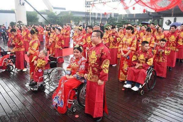 杭州举行残疾人公益集体婚礼 百对新人喜结连理
