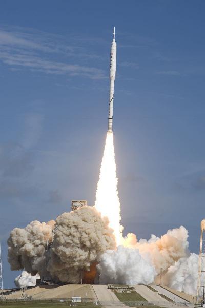 """如果2米直徑分段固體助推器發展順利,使用2個助推器加液體二級研制一個""""快舟21""""的話,可以達到類似使用SRB火箭作為第一級的美國""""戰神1""""火箭水平"""