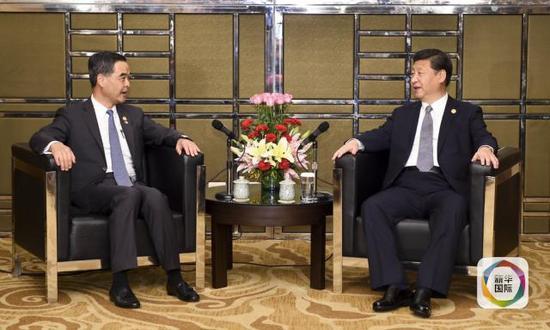 11月18日,国度主席习近平在菲律宾马尼拉会晤前来列席亚太经合安排第二十三次指导人非正式集会的香港尤其行政区行政主座梁振英。(新华社记者谢环驰摄)